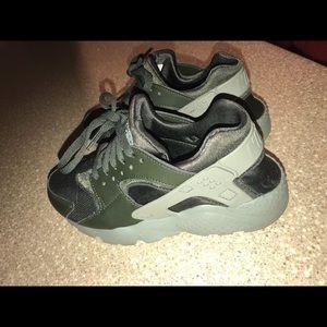 ce66d2a037e5 Nike Shoes - Women s Nike huarache olive green forest green